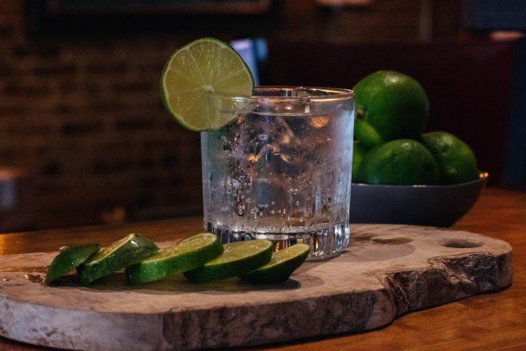 Gin tonic (ili džin-tonik): Evo kako ga napraviti savršenim
