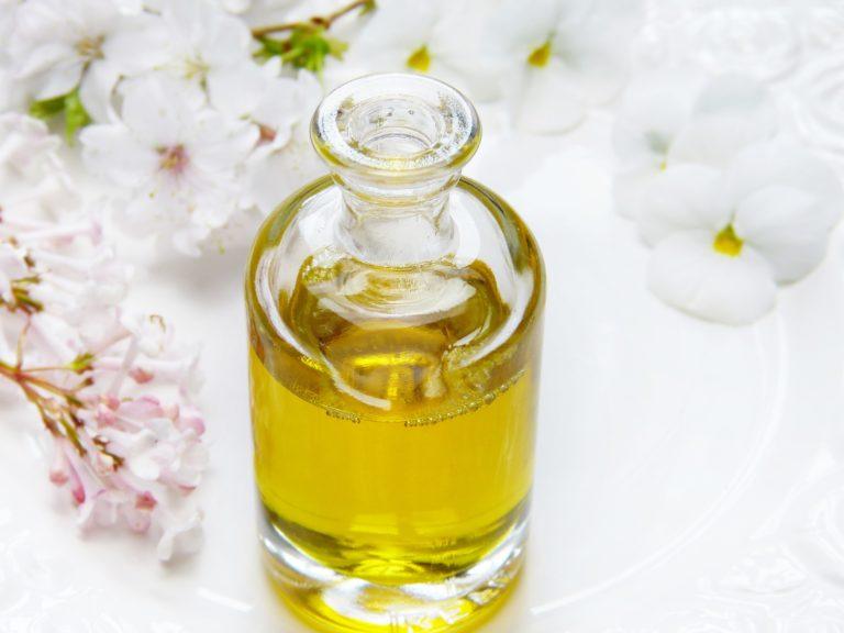 Ricinusovo ulje – hrana za kosu, kožu i nokte